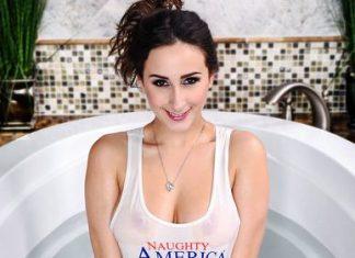 Ashley Adams in Bathing with Bae VR Porn